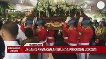 Sebelum Sujiatmi Notomiharjo Dikubur, Jokowi dan Keluarga Jalani Tradisi Jawa Brobosan