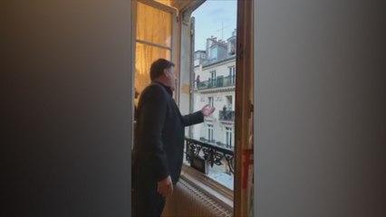 Operazanger fleurt de boel op met voorstellingen vanop balkon