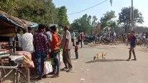 फतेहपुर: लॉक डाउन का किया उल्लंघन, सब्जी मंडी मे लगी सेकड़ों लोगों की भीड