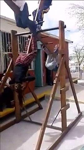 Auriez-vous le courage de monter sur cette balançoire?