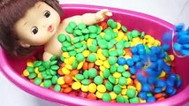 Learn Colors Baby Doll Bath Time Chocolate Candy and Kinetic Sand Modelling
