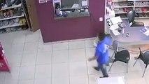 Un homme confond une machine à café avec un distributeur de gel hydroalcoolique... et se brûle les mains