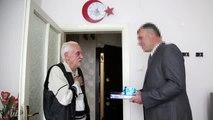 Polis, bağırıp üzerine yürüdüğü yaşlı adamdan özür diledi