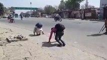 बदायूंः पैदल जा रहे युवकों को पुलिस वालों ने बीच सड़क पर बनाया मेंढक, वीडियो हो गया वायरल