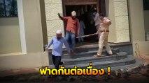 ฟาดกันต่อเนื่อง !! คนอินเดียแอบมาเข้าวัด จนท. ดักหน้าประตู หวดไม่ยั้ง
