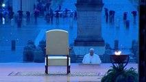 Papa reza só e concede indulgência plenária