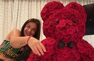 Elettra Lamborghini e Afrojack, anniversario in quarantena tra torta e rose rosse