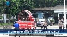 Petugas Semprot Disinfektan di Kota Bandung Pakai Mobil Damkar