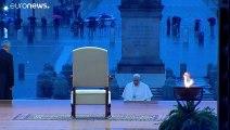 """El papa Francisco imparte una inusual bendición """"Urbi et """"Orbi en completa soledad"""