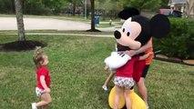 Ils recréent Disneyland à la maison après l'annulation de leur voyage