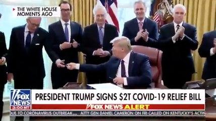 Trump signe un plan de relance puis propage le Coronavirus