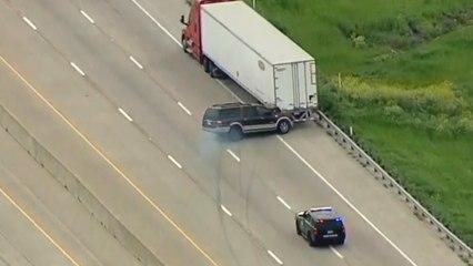 Course-poursuite : elle percute un camion et réserve une surprise à la police