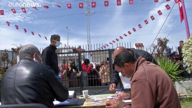شاهد: مظاهرات في تونس رفضا لإجراءات الإغلاق التام