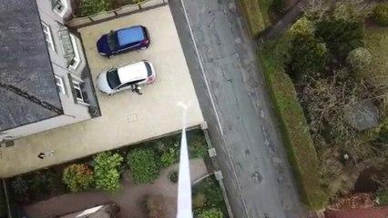 Behulpzame buur levert toiletpapier met drone