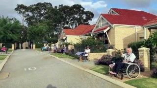 Petite fête dans ce village de retraités.... dans le respect de la distanciation sociale