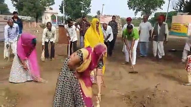 जब किसी ने कुछ नहीं किया तो ग्रामीणों ने अपने दम पर चमका दिया गांव