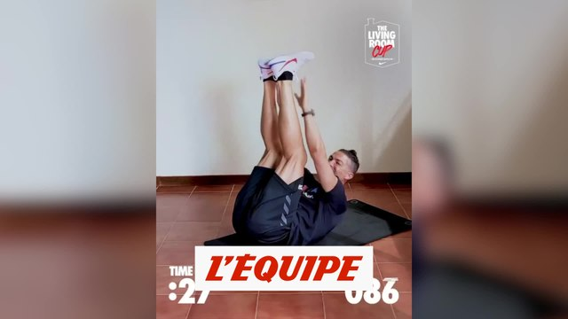 Cristiano Ronaldo lance son propre challenge - Foot - WTF