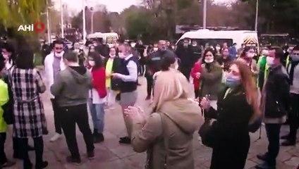 Sosyal mesafe kuralını ihlalden ceza yiyenler valilik önünde eylem yaptı