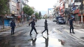 نيبال:  كماشة معدنية لاحتجاز مخالفي حظر التجول !!!