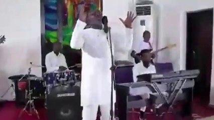 Coronavirus : le Président Weah chante Dieu et le Président Musseveni pompe