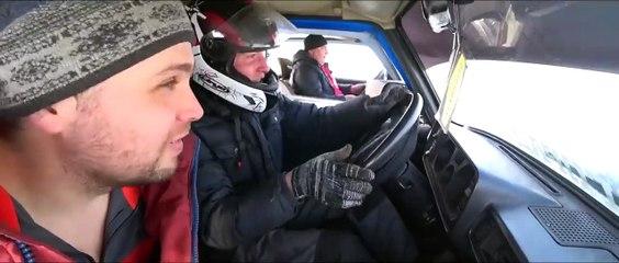 مغامرة مجنونة في روسيا بلحام سيارتين لادا معا