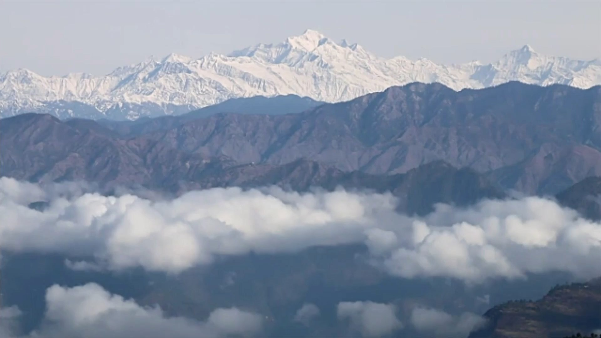 People in India Can See the Himalayas for the First Time in 'Decades'