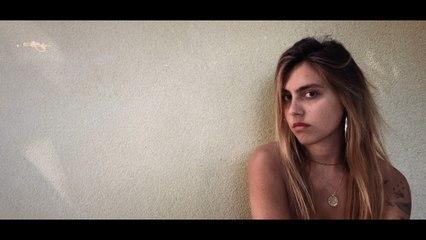 Liv Del Estal - Devant le cinéma