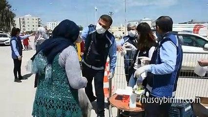 Nusaybin'de üretilen maskeler pazara giden vatandaşlara ücertsiz dağıtıldı