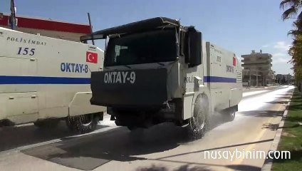 Nusaybin'de caddeler TOMA tarafından köpüklü suyla yıkandı