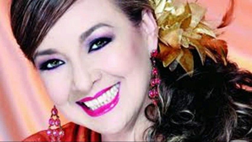 Claudia de Colombia -  cantante de música romántica