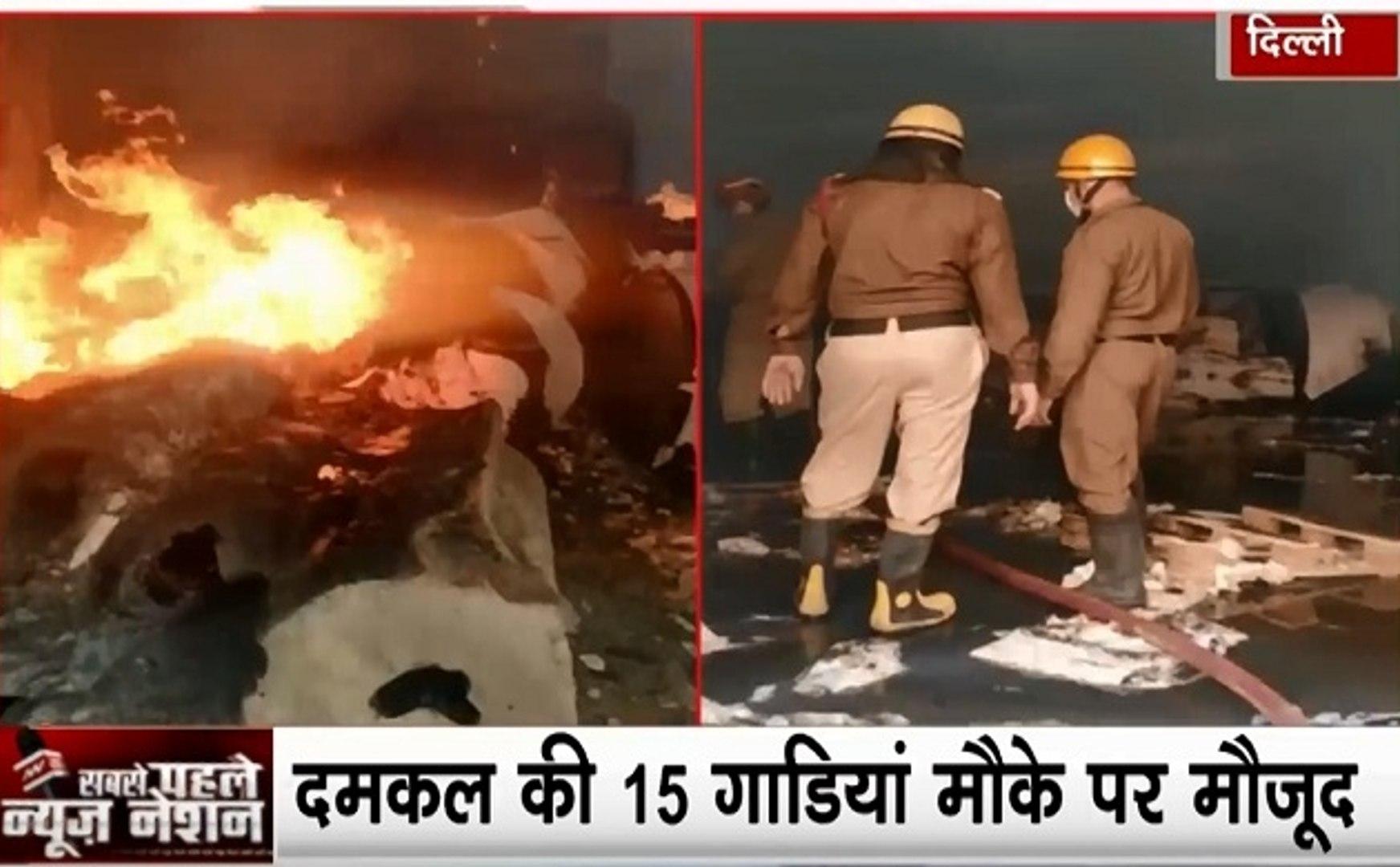 Delhi : दिल्ली के बकोल इलाके में भीषण आग, पेपर गोदाम में लगी आग, देखें वीडियो