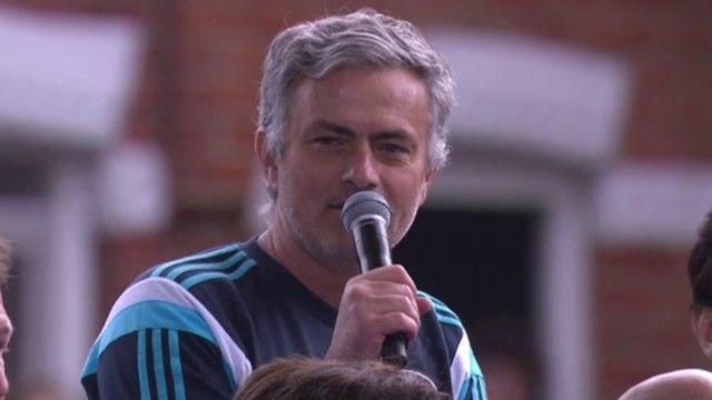 2015 : Chelsea célèbre son cinquième titre de champion