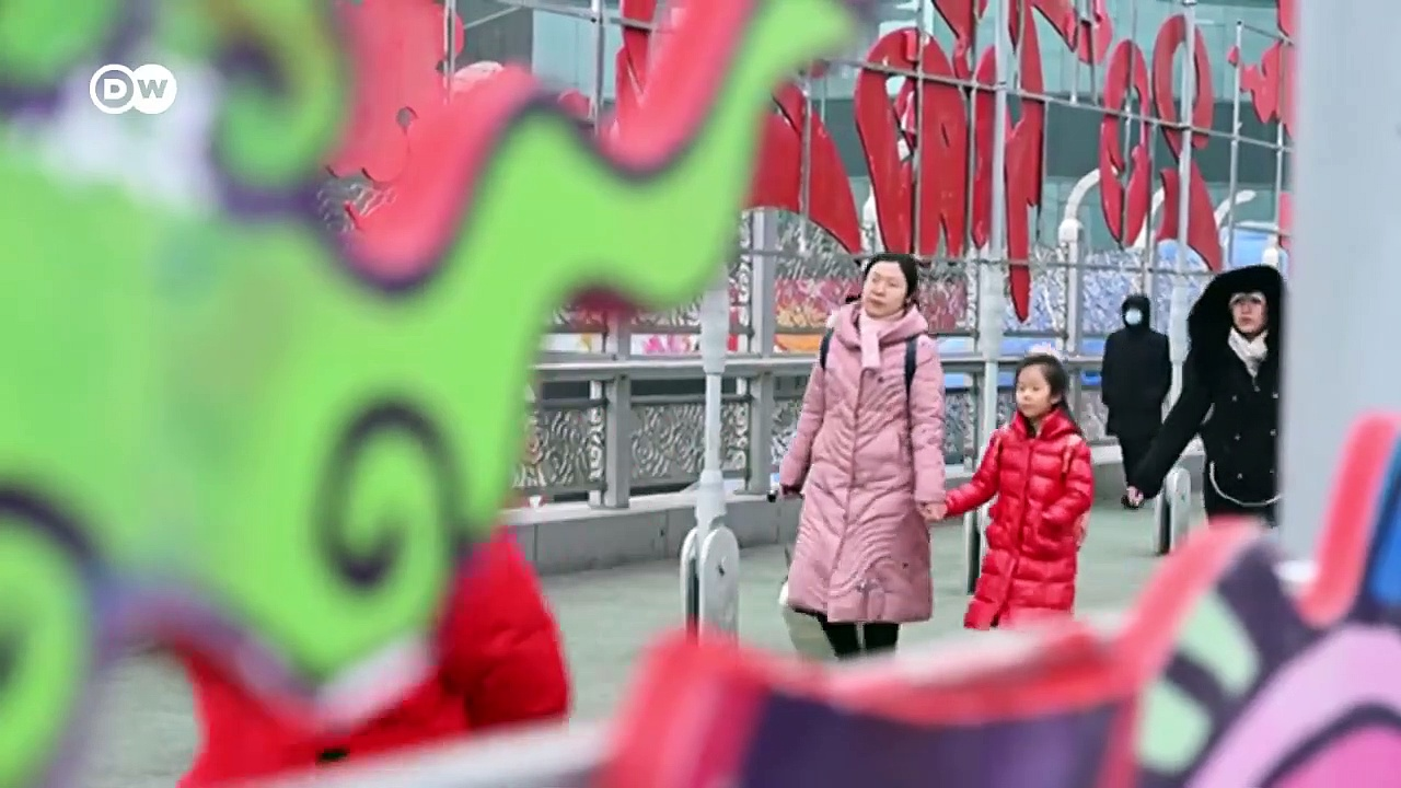Deadly coronavirus spreads beyond China – DW News