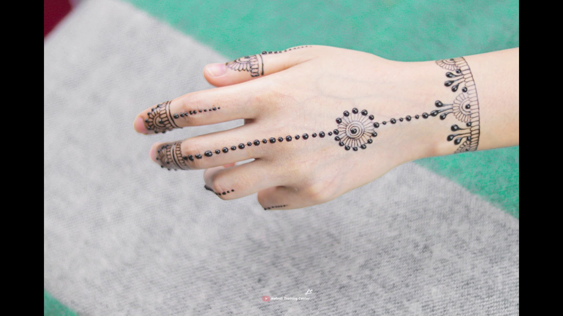 simple mehndi design back hand easy