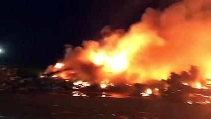 Des centaines de carcasses de véhicules en feu sur le site de GDE Recyclage à Montoir-de-Bretagne