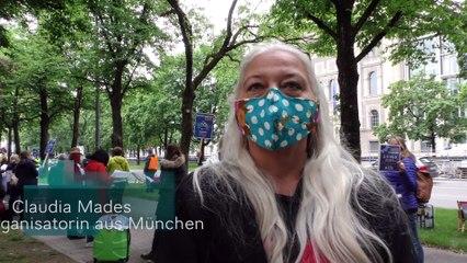"""Demo """"Wir zeigen Gesicht! Rettet die Touristik"""" vor der Bayerischen Staatskanzlei in München"""