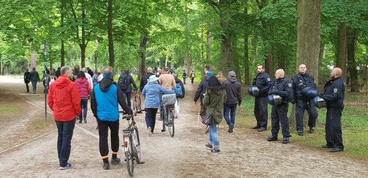 Siegessaeule-Spaziergang der Bürger für die Verfassung