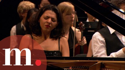 Khatia Buniatishvili with Neeme Järvi - Rachmaninov: Piano Concerto No. 3 (EXTENDED VIDEO)