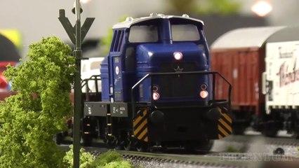 Réseau ferroviaire de Maerklin avec des locomotives et trains miniatures allemands à l'échelle H0 - Maquettisme, modélisme et chemin de fer de Pilentum Télévision