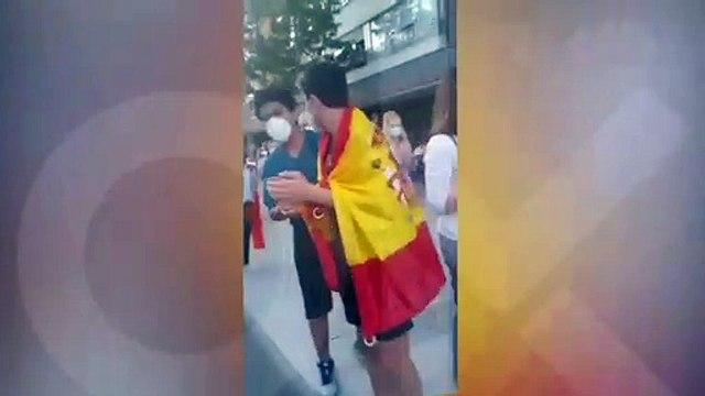 Ultraizquierdistas apalean a un constitucionalista durante la cacerolada de Moratalaz