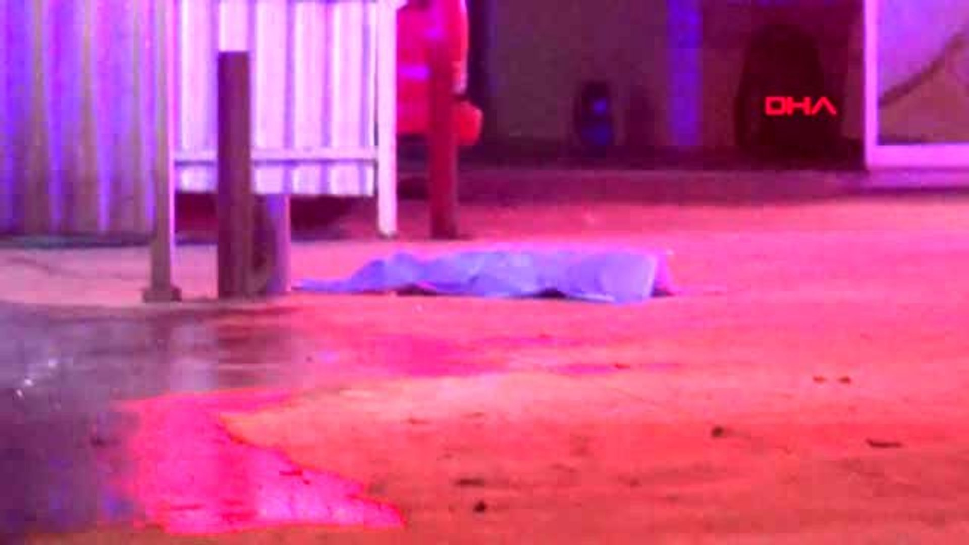 Genç kız akaryakıt istasyonunda uğradığı silahlı saldırıda ...