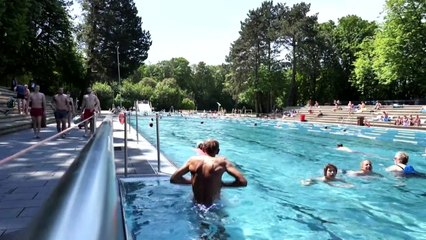 """Freibadsaison in NRW eröffnet: """"Corona-Kilos müssen wieder runter"""""""