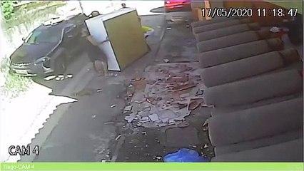 A pior tentativa de SEMPRE para transportar um roupeiro... Parte 2