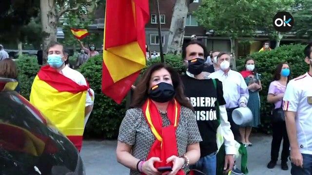 """Una manifestante contra el Gobierno:""""La Policía nos pide el DNI por llevar una bandera de España"""""""
