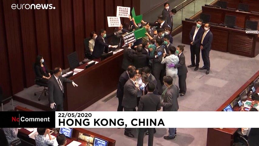 اعتراض نمایندگان مخالف در شورای قانونگذاری هنگکنگ به طرح امنیتی پکن