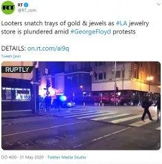 Protestoyu Fırsat Bilip Kuyumcuyu Yağmaladılar
