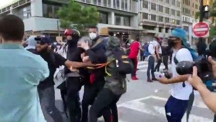 WASHINGTON: Un antifa remis à la police par les manifestants