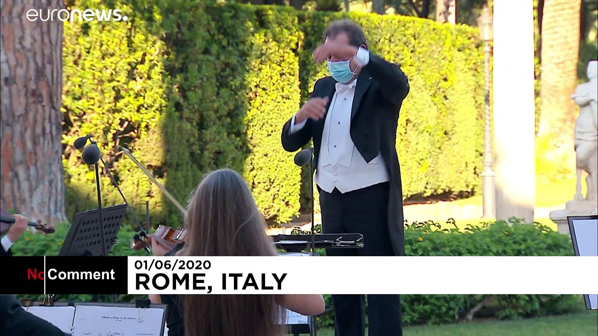 شاهد.. حفل موسيقي في إيطاليا على أرواح ضحايا فيروس كورونا