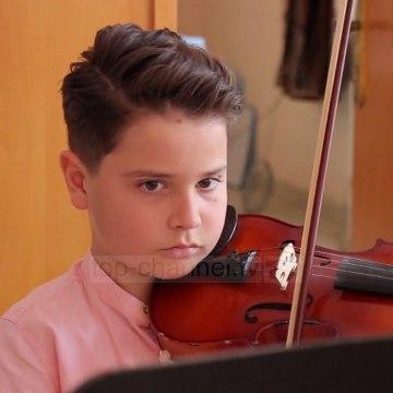 Me violinë në rrugët e Sarandës/12 vjeçari i talentuar që studioi 4 orë çdo ditë gjatë pandemisë