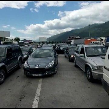 Kosova hap kufijtë tokësor, kolona të gjata në Vërmicë